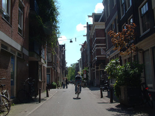 Eerste Anjeliersdwarsstraat, street in the Jordaan in amsterdam, The Netherlands