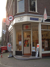 Art Gallery at the corner of 1e Anjeliersdwarsstraat, street in the Jordaan in amsterdam, The Netherlands